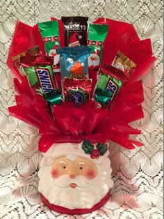 Tasty Christmas Themed candy is used to make this creation. Christmas Candy Gifts, Christmas Party Favors, Christmas Gifts For Friends, Craft Gifts, Christmas Fun, Holiday Gifts, Christmas Gift Baskets, Santa Gifts, Christmas Marketing Gifts