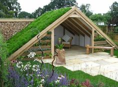 garden shed Green Roof Shed at Chasewater, Innovation Centre, Brownhills, Staffordshire UK. Photo: Garden Shed by Thislefield Plants amp; Shed Design Plans, Shed Plans, Shed Roof Design, Balcony Design, Painted Garden Sheds, Wooden Garden, Unique Garden, Shed Decor, Lean To Shed