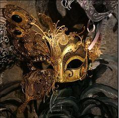 Gold_mardi_gras_mask