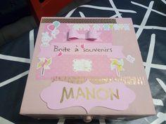 Boite à souvenirs pour bébé ( version fille) personnalisable en couleurs et prénom