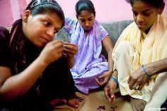 Anche un semplice corso di sartoria diventa un passaggio fondamentale per rendere le donne disabili finalmente indipendenti, e non solo economicamente.
