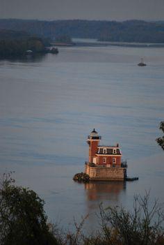 Lighthouse expert shines a light on Hudson River history #hudsonvalley #hvnyteam