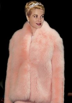 Always beautifull Grace Kelly wallpaper with a fur collar, a mink coat, and a sable coat in The Grace Kelly Club