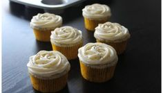 Lemon poppyseed cupcakes with lemon cream cheese frosting