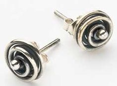 they look like rosebuds, don't they? so simple and pretty.... free project sheet! Make Stud Earrings - Jewelry Making Daily