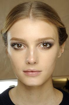#fall makeup# eyebrow retouch and brown smokey eye. simple enough yet gorgeous.