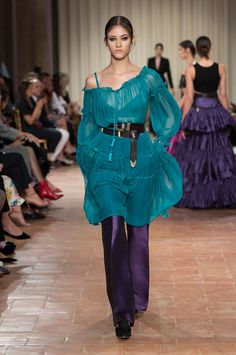 Discover the new Alberta Ferretti's Spring summer 17 collection