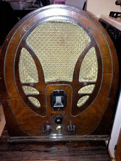 Philco wood cathedral radio Model 89 19 Series from pickersparadize on Ruby Lane Radio Record Player, Record Players, Vintage Wood, Retro Vintage, Vintage Items, Old Time Radio, Retro Radios, Transistor Radio, Deus Ex