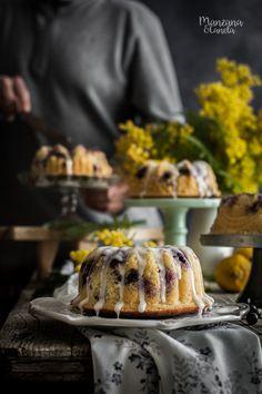 Bizcocho de limón y arándanos. Lemon and blueberries bundt cake.