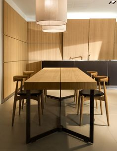 Extending wooden table Kitchen table Solitaire Collection by Bulthaup Modern Dining Table, Dining Room Bar, Dining Room Furniture, Dining Room Table, Home Furniture, Bulthaup Kitchen, Expandable Dining Table, Minimalist Kitchen, Cuisines Design