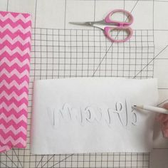 Tuto couture : coudre un en sans Silhouette ni Scan n. Techniques Couture, Diy Couture, Leftover Fabric, Creation Couture, Silhouette, Love Sewing, Sewing Projects For Beginners, Sewing Hacks, Sewing Tips