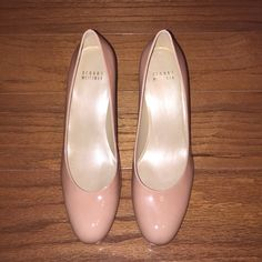 Stuart Weitzman platswoon High Heel Brand new! Never been worn! Beautiful sleek and sexy round toe Stuart Weitzman nude pump. These are in perfect condition and look fabulous for any occasion! Stuart Weitzman Shoes Heels