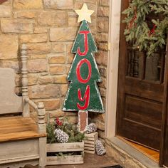 Wooden Christmas Decorations, Christmas Wood Crafts, Christmas Signs, Outdoor Christmas, Rustic Christmas, Christmas Projects, Holiday Crafts, Christmas Time, Christmas Ornaments