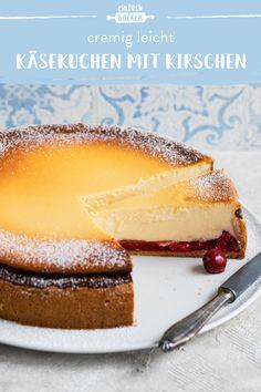 Super fruchtig und cremig. Perfekt zum Vorbereiten und Einfrieren! #einfachbacken #käsekuchenmitkirschen #käsekuchen #kirschen #klassiker #cheesecake #quark #pudding #vanillepudding #einfrieren  Ketogenic Diet Food List, Ketogenic Diet For Beginners, Healthy Food List, Delicious Cake Recipes, Yummy Cakes, Food And Drink Quiz, Cheesecake, Food Platters, Vegetarian Recipes Dinner