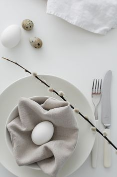 The simple use of fresh eggs and pussy willow creates a wonderfully effective and fresh faced tablescape.