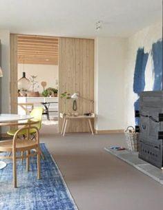 Strøken leilighet med furu