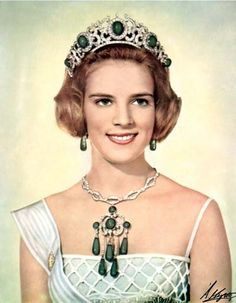 Queen Anne-Marie wearing the Emerald Parure Tiara, Greece (20th c.; emeralds, diamonds). Hand-colored photograph.