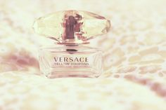 niesamowity zapach, który przywołuje same dobre wspomnienia..jaki jest Wasz ulubiony?:)ta buleteczka co prawda jest pusta, ale jakoś tak mam do nich sentyment. prezent od ukochanego <3 moja...