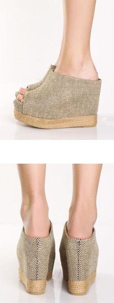 Sweet, comfortable Peep Toe  Sandals ==