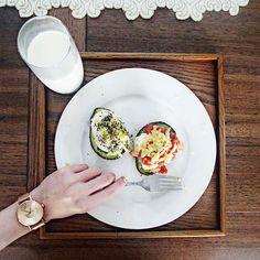 Homecook breakfast today .. avocado poached eggs baked with cheese and salsa . Yumm  新宠 @klasse14 金色手表 这趟旅程天天戴   现在大家只要在官网www.KLASSE14.com购买,结帐时输入我的名字:vividianne,就会得到88折优惠哦 #KLASSE14