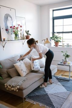 brilliant solution small apartment living room decor ideas and remodel – page 22 Related Small Apartment Living, Home Living Room, Living Room Decor, Living Spaces, Small Living, Modern Living, Small Apartment Furniture, Living Walls, Decor Room