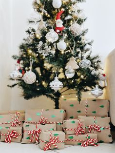 Cute Christmas gift wrapping ideas that your family will love. Image credit: Juliana Malta-unsplash #christmasgifts #diychristmasgifts #handmadechristmasgifts #christmasgiftswrapping #giftwrappingideas Christmas Gifts For Him, Cool Christmas Trees, Christmas Gift Wrapping, Christmas Time, Christmas Decorations, Christmas Morning, Christmas Wedding, Tree Decorations, Christmas Ideas
