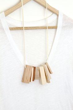 Totem bois sculpturale collier bijoux par totemcolorblocks sur Etsy