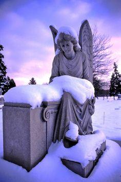 """Fritz's Angel"" Grand Rapids, Michigan wonder which cemetery Cemetery Angels, Cemetery Statues, Cemetery Art, Angel Statues, Old Cemeteries, Graveyards, I Believe In Angels, Angeles, Angels Among Us"