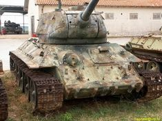 32 Astonishing Images of Soviet Tanks In Yugoslavian War - The Last War of This Deadly Tank Military Weapons, Military Army, Patton Tank, T 34, Model Tanks, Armored Fighting Vehicle, Ww2 Tanks, Star Wars Baby, Tank Design