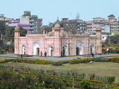 The Tomb of Bibi Pari at Lalbagh Fort in Dhaka, Bangladesh, houses the tomb of a daughter of Mughal governor Shaista Khan. Gypsum Decoration, Dhaka Bangladesh, Islamic Architecture, Mp3 Song, Taj Mahal, Traveling, Daughter, Houses, Mansions