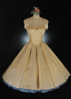 """The """"Figurine""""-  A Vintage Wedding Dress You Can Actually Buy, Custom-Fit.  Whirling Turban Bridal Salon http://whirlingturban.com/wp-content/uploads/2014/01/W1022_1.jpg 