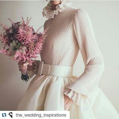 #Repost @the_wedding_inspirations with @repostapp ・・・ Boho-Chic look for the…