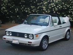 09201979 1990 Volkswagen Cabriolet Specs, Photos, Modification Info at CarDomain Car Roof Box, Vw Golf Cabrio, Vw Cabriolet, Golf Tips For Beginners, Volkswagen Golf, Convertible, Vehicles, Latest Updates, Classic Cars
