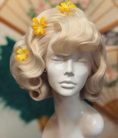 Square Face Hairstyles, 50s Hairstyles, Vintage Hairstyles, Pin Up Makeup, 50s Makeup, Crazy Makeup, Makeup Geek, Makeup Art, Wig Styles