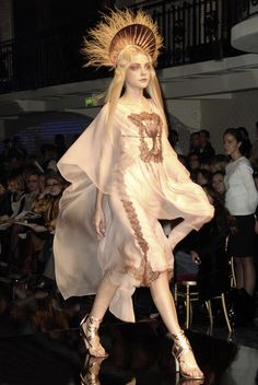 Jessica Stam at Jean Paul Gaultier Haute Couture Spring Summer 2007 Couture Mode, Style Couture, Couture Fashion, Fashion Art, Runway Fashion, High Fashion, Fashion Show, Fashion Outfits, Womens Fashion