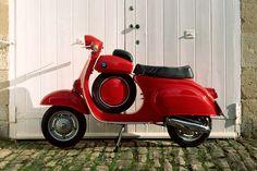 red vespa - I would love fab on this. Red Vespa, Vespa 50, Lambretta Scooter, Triumph Motorcycles, Custom Motorcycles, Motorcycle Design, Girl Motorcycle, Motorcycle Quotes, Vespa Super