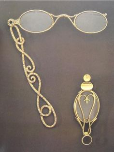 Elegant lorgnette - 1840 - would LOVE to have a similar one to tuck into a small purse!