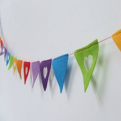 Fun felt bunting with a little heart detail in all the colours of the rainbow Felt Banner, Felt Garland, Bunting Garland, Bunting Ideas, Felt Bunting, Buntings, Rainbow Room, Rainbow Birthday, Rainbow Baby