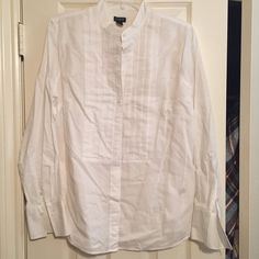 J. Crew Dress Blouse Worn once. Great condition. Perfect for work! J. Crew Tops Button Down Shirts