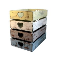Skrzynki z wyciętym sercem w różnych kolorach, sprzedawane w komplecie 4 sztuk - Sklep OnaiDom.pl