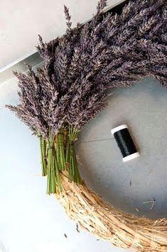 home of voxgirl: lavendelkrans Lavender Decor, Lavender Wreath, Lavender Bags, Beautiful Flower Arrangements, Floral Arrangements, Room Scents, Fall Deco Mesh, Summer Deco, Deco Nature