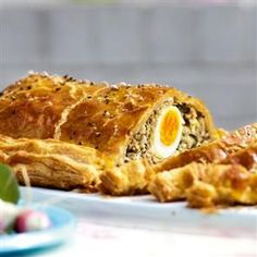 Sausage and egg picnic pie recipe. This pie recipe is as scrumptious as pie recipes can possibly get. A fabulous centrepiece for an informal feast. Picnic Pie Recipe, Picnic Recipes, Picnic Ideas, Picnic Foods, Tart Recipes, Cooking Recipes, Meal Recipes, Recipies, Savoury Baking