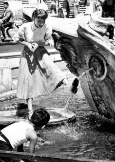 Audrey Hepburn cooling off on the set of Roman Holiday (1954).
