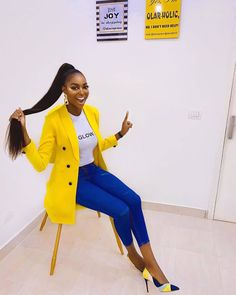 Someone told me you haven't seen colors and a big smile on your Timeline lately so I decided to drop these to brighten your day😍 Outfit -… Classy Outfits, Chic Outfits, Trendy Outfits, Fashion Outfits, Suit Fashion, Look Fashion, Winter Fashion, Vogue Magazin, Look Blazer