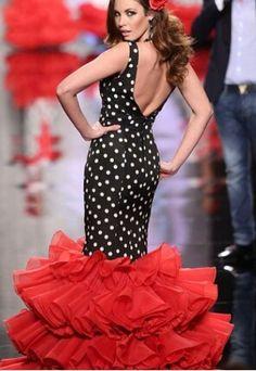 Black and white polka dots ALWAYS look good with red. Flamenco Costume, Flamenco Skirt, Flamenco Dancers, Flamenco Dresses, Spanish Dress, Spanish Style, Spanish Fashion, Special Dresses, Dressy Dresses
