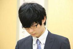 斎藤慎太郎 六段(長考中)第28期竜王戦決勝トーナメント