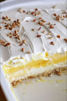 Easy cold lemon dessert (aka lemon lush) made with cream cheese and lemon pudding. Easy cold lemon dessert (aka lemon lush) made with cream cheese and lemon pudding. INGREDIENTS 1 cup flour cup butter cup pecans + extra for … Layered Desserts, Mini Desserts, No Bake Desserts, Easy Desserts, Health Desserts, Easy Delicious Desserts, Angel Food Cake Desserts, Cool Whip Desserts, Cheesecake Recipes