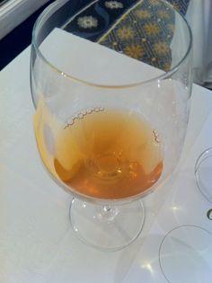 Conhece os vinhos laranjas? Josko Gravner foi o responsável resgatar este estilo milenar de vinho. O Gravner Ribolla 2005 demorou 4 anos antes de ser lançado, e promete pelo menos 15 anos de guarda.