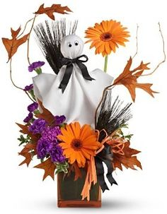 These spooky Halloween bouquets are perfect for sending to someone at work or displaying at your own Halloween gathering to add a cute but. Halloween Flower Arrangements, Halloween Wedding Centerpieces, Halloween Flowers, Fall Floral Arrangements, Spooky Halloween, Holidays Halloween, Halloween Themes, Halloween Crafts, Halloween Decorations