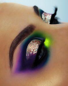 Purple Wedding Makeup, Purple Makeup Looks, Purple Eye Makeup, Colorful Eye Makeup, Makeup For Green Eyes, Glitter Makeup, Glitter Wedding, Purple Eyeshadow Looks, Green Eyeshadow